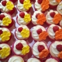rasberry-cupcakes-sugar-flowers