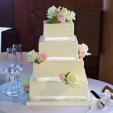 square-rose-wedding-cake