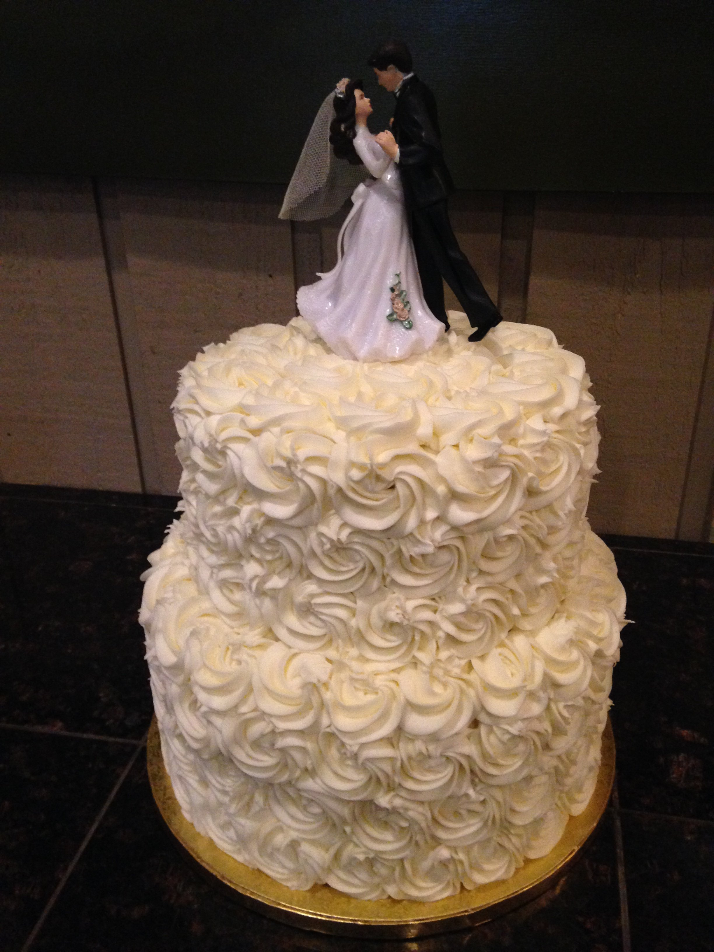 Wedding Cake Prices Vary Between $5.50 And $8 Per Slice. Flavor, Custom  Design And Location All Factor In Cake Price.